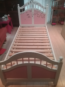 Girls single bed pink and white Thornleigh Hornsby Area Preview