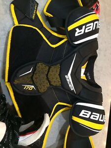 Men's medium shoulder pads