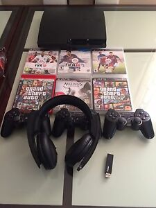 PS3 slim 500 GB 3 controllers 6 games and PS3 game headset