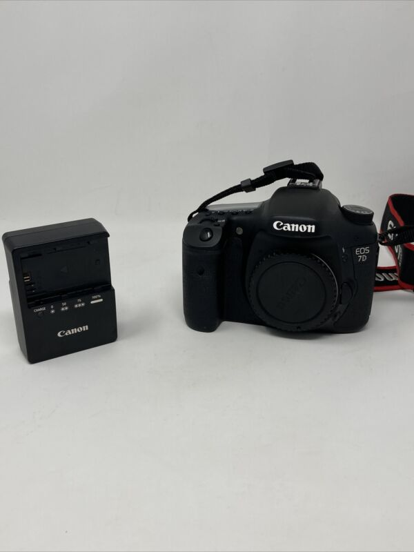 Canon EOS 7D 18 MP Digital SLR Camera LCD Display DS126251 Never Used 0 Count!!