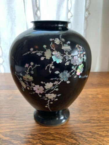 VASE~MOTHER-OF-PEARL FLORAL-INLAY Brass Black-Lacquer Marked-Korea Vintage GUVC