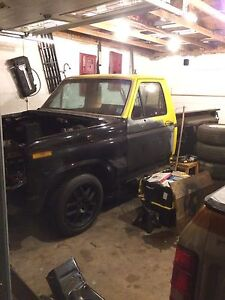 1983 Ford F100 for parts or repair.