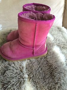 GIRLS ( little girls) SZ 11 UGGS