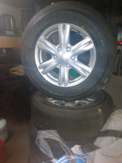Wheels tyres 2 suite Isuzu
