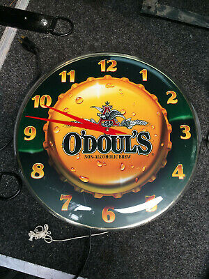 Vintage O'Doul's Lighted advertising Beer Clock Man cave works great!