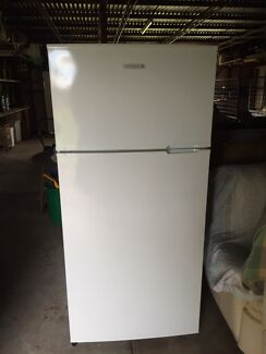 Kelvinator fridge / freezer Ettalong Beach Gosford Area Preview