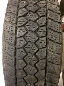 Lt 225/75r16 Toyo open country Wlt-1 avec roues