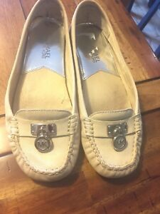 Micheal Kors leather shoes size 6