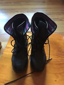 Size 8.5 boots never worn Hamlyn Terrace Wyong Area Preview