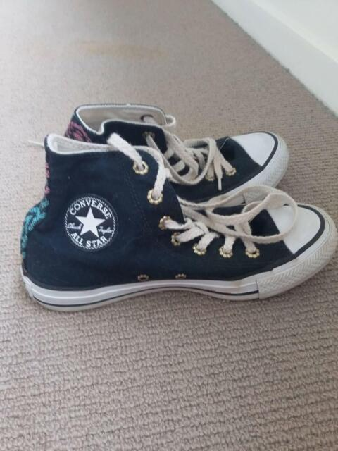 52661b4283b922 High top converse sneakers size 4 kids or 6 adults.