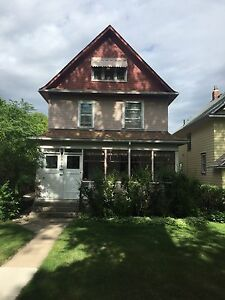 Self contained 2nd floor apartment in Nutana