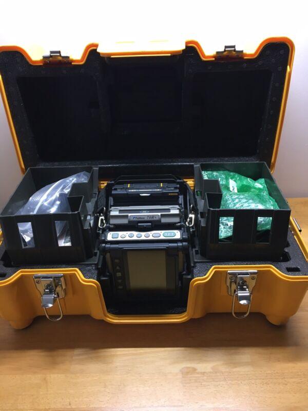 Fujikura 70R+ Fusion Splicer Kit, CT-50 Cleaver, RS02 Stripper, 2954 Total Arcs