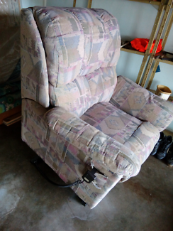 Electric lift and reclining chair. Very good clean condition.