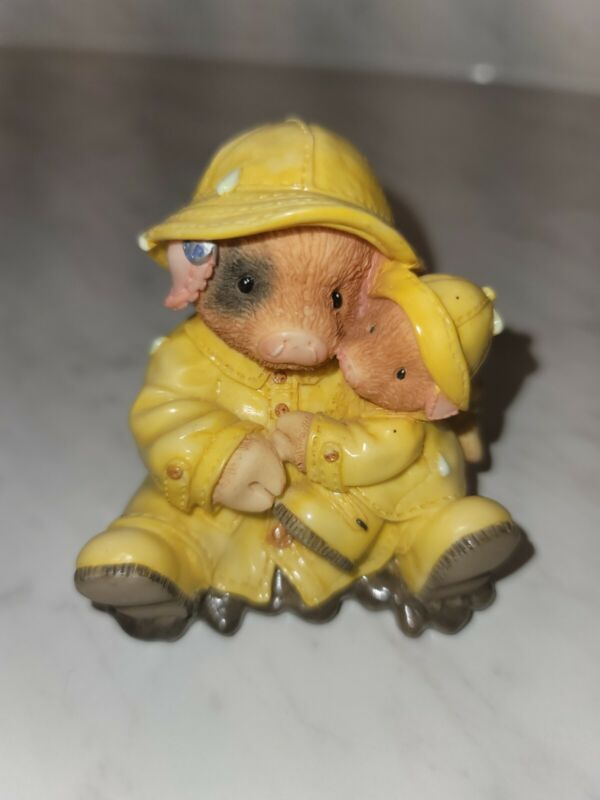 TLP This Little Piggy Enesco Figure Showering You With Hogs 1995 Vintage