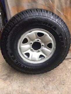 Genuine Toyota land cruiser 4x4 steel rim & New Tyre