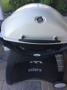 Big little Weber Q 3200 Natural Gas grill like new.
