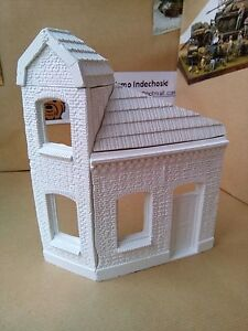 WWII-diorama-house-corner-tower-windows-1-35-accessories