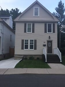 AMAZING  5 BEDROOMS QUEENS STUDENT RENTAL!