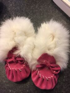 Leather slippers with real fur