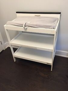 Changing table with pad and cover