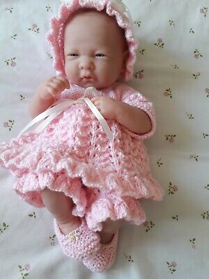 Knitting pattern for 14 inch dolls clothes.