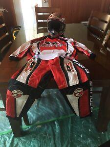 Équipements protection BMX casque CKX, chandail et pantalon