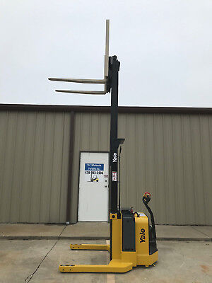 2010 Yale Walkie Stacker - Walk Behind Forklift - Straddle Lift Only 2459 Hours