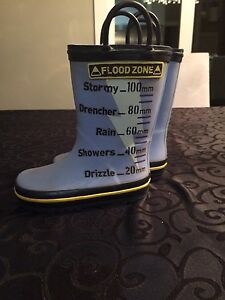 Boys Size 8 Rubber Boots