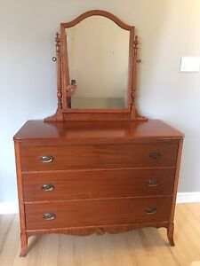 Antique Dresser with Mirror Perfect Condition SOLD PPU