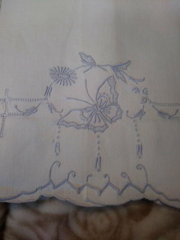 "Beautiful Butterfly Madeira Embroiderd White Linen Hand Towel 14"" x 20 1/2"""