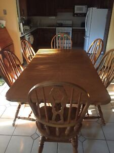 Kitchen Table with Leafs- Solid Wood 9/10 condition 6 seat