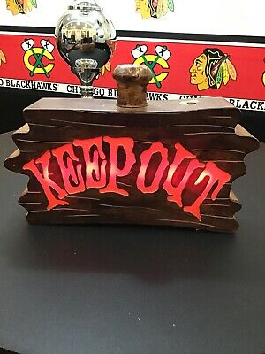 Gemmy Motion Activated KEEP OUT Halloween Sign Lights up Screaming