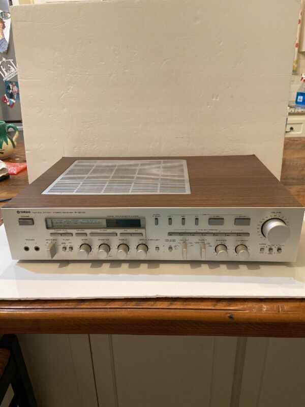 Vintage Yamaha R-2000 Stereo Receiver / Amplifier