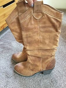 Gorgeous real leather cowboy boots. Aldo. Size 39.