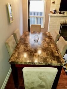 Gone today ! Beautiful marble style dining set