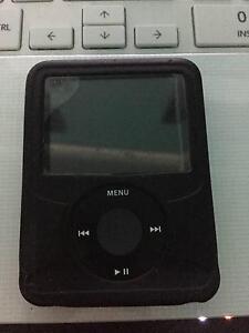 iPod Nano 3rd Gen. 8GB, black, comes with rubber case Cranbourne South Casey Area Preview