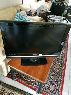 """hisense 32"""" TV"""