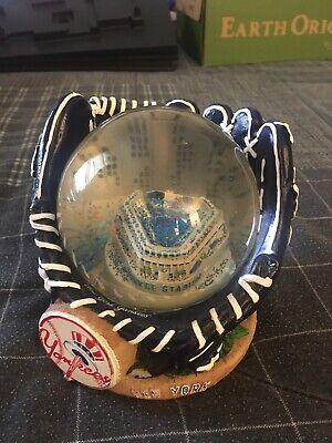 New York Yankees Snow Globe Stadium Glove