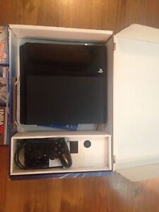 PS4 mint condition only 350$