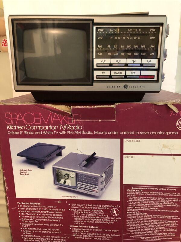 Vtg GE Spacemaker Kitchen Companion TV/Radio 7-7150 Under Cabinet Mount New