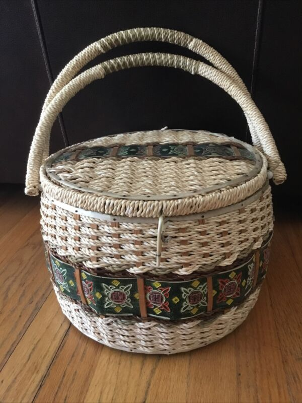 Vintage SINGER Wicker Sewing Basket Lined with Handles 1970's