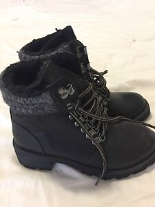 DLG short black leather boots-Bran new