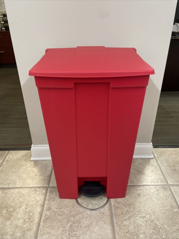 Rubbermaid Step-On Container, 23 Gallon, Red