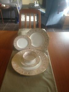 8 piece table setting