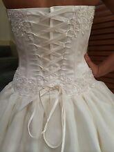 -STUNNING DESIGNER WEDDING GOWN - ONE-OF--A-KIND,BRAND NEW Albert Park Port Phillip Preview
