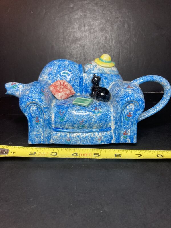 """SWINESIDE CERAMICS ENGLAND CAT ON COUCH TEAPOT - 9"""" - MOST CHARMING, COLLECTIBLE"""