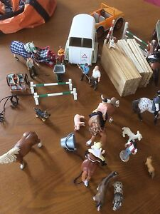 Schleich horses, float,  truck,  people fences and assorted bits Thornbury Darebin Area Preview