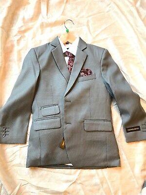 Kids World of USA: Kids Grey, White & Burgundy 6-piece Suit, standard - Size 8