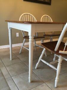 table en bois 5pix3pi avec 4 chaises