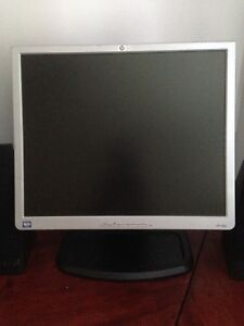 Computer Monitor HP1940 and pair of Infinity Speakers